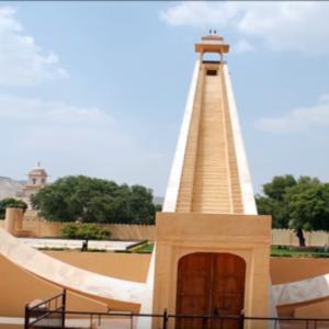 Jantar Mantar tour by tempo traveller