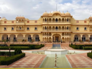 Nahargarh Fort tour by tempo traveller
